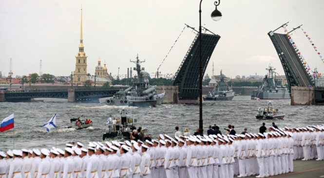 Автобусный тур из Костромы «Праздник Дня Военно-Морского Флота в Санкт-Петербурге»